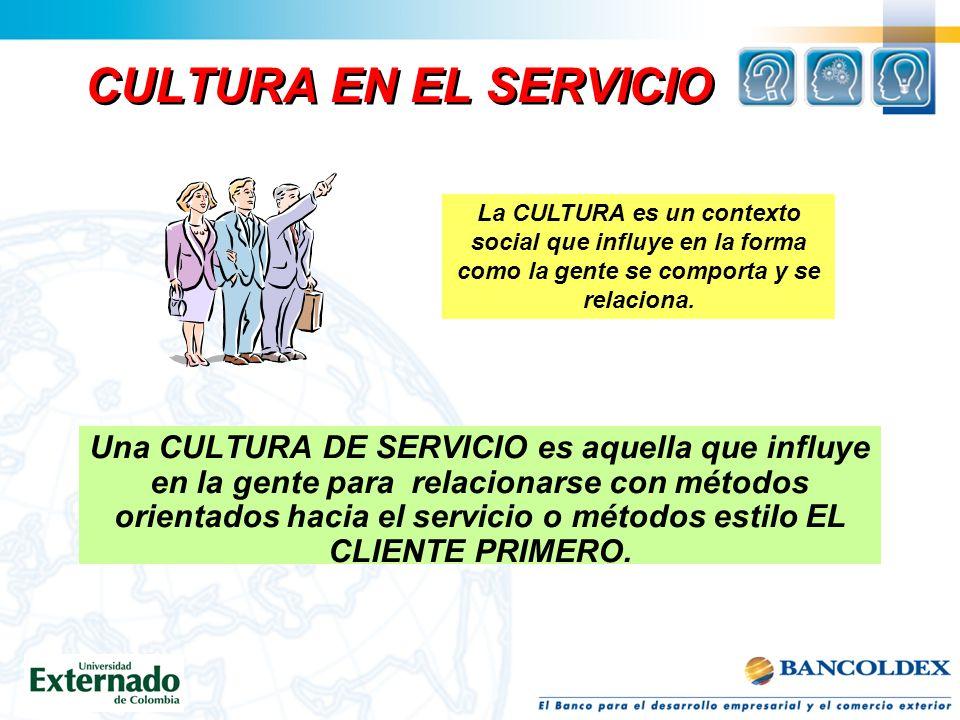 CULTURA EN EL SERVICIO La CULTURA es un contexto social que influye en la forma como la gente se comporta y se relaciona.