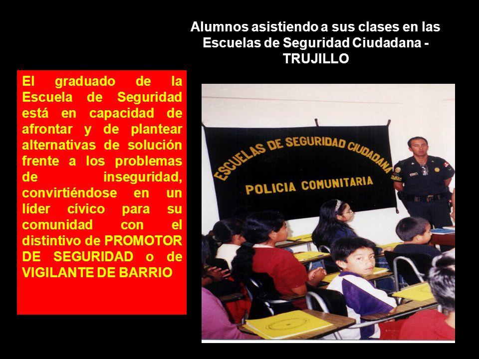Alumnos asistiendo a sus clases en las Escuelas de Seguridad Ciudadana - TRUJILLO