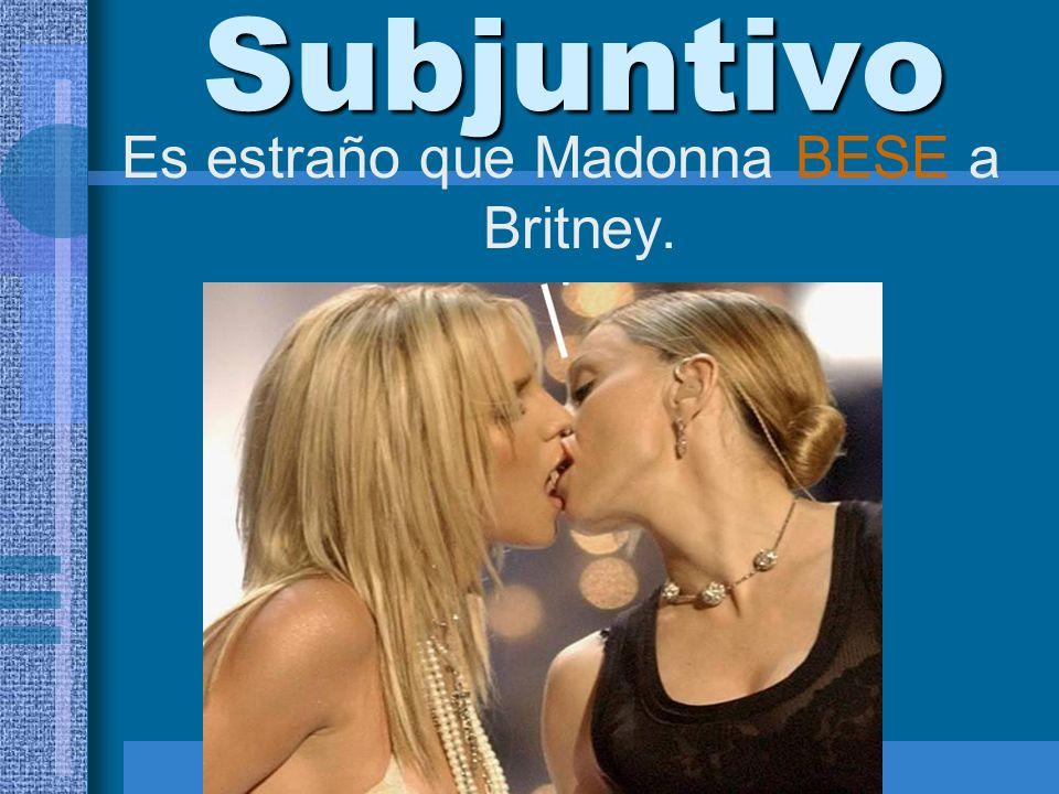 Es estraño que Madonna BESE a Britney.