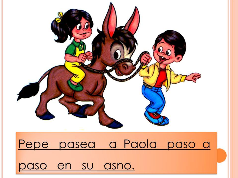 Pepe pasea a Paola paso a paso en su asno.