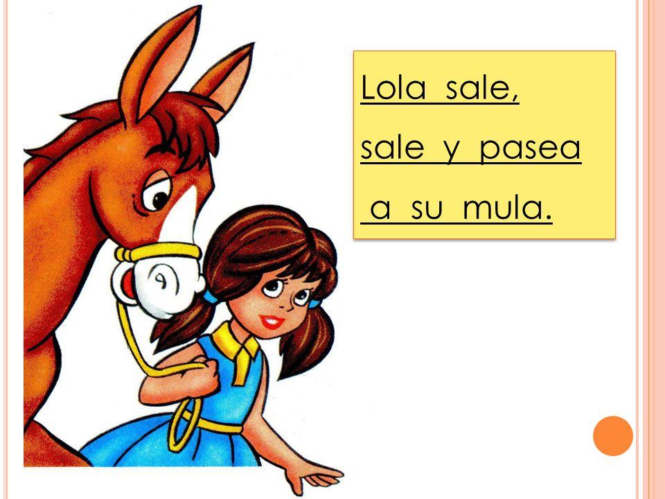 Lola sale, sale y pasea a su mula.