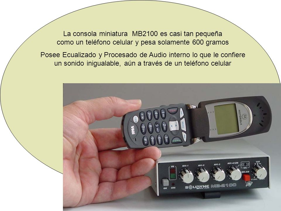 La consola miniatura MB2100 es casi tan pequeña como un teléfono celular y pesa solamente 600 gramos