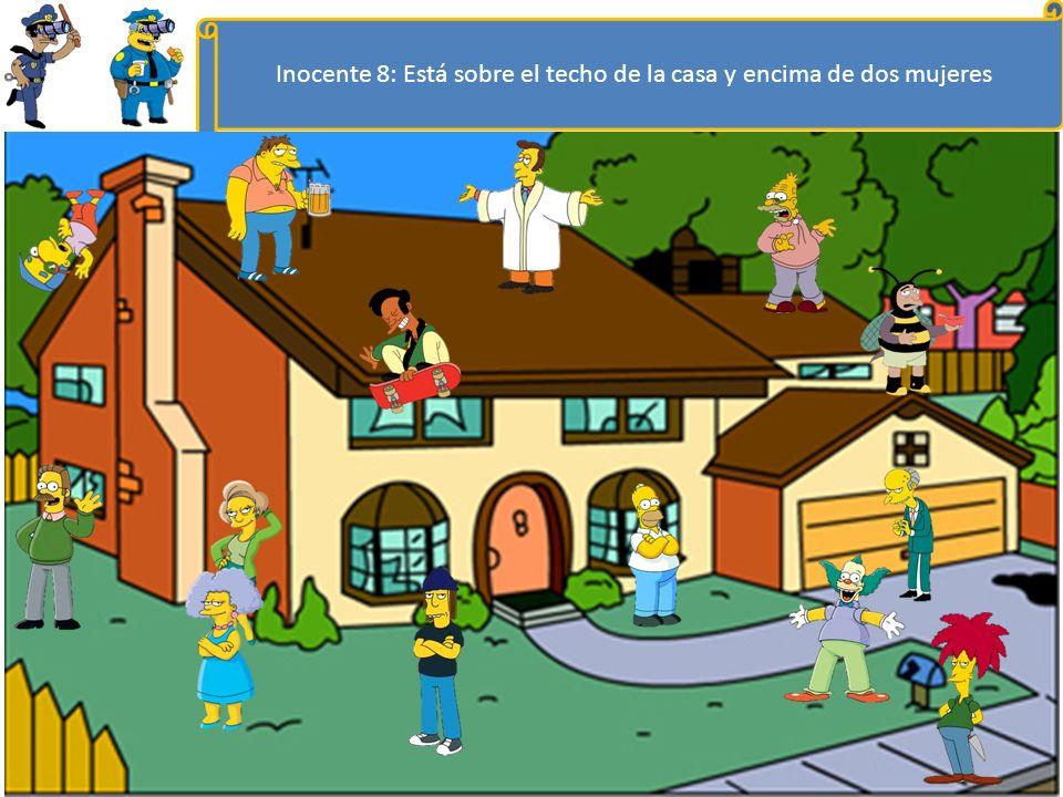 Inocente 8: Está sobre el techo de la casa y encima de dos mujeres