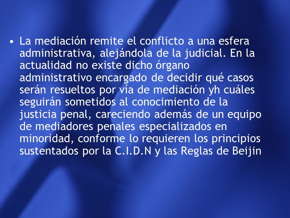 La mediación remite el conflicto a una esfera administrativa, alejándola de la judicial.