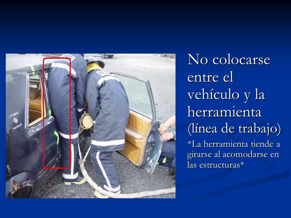 No colocarse entre el vehículo y la herramienta (línea de trabajo)