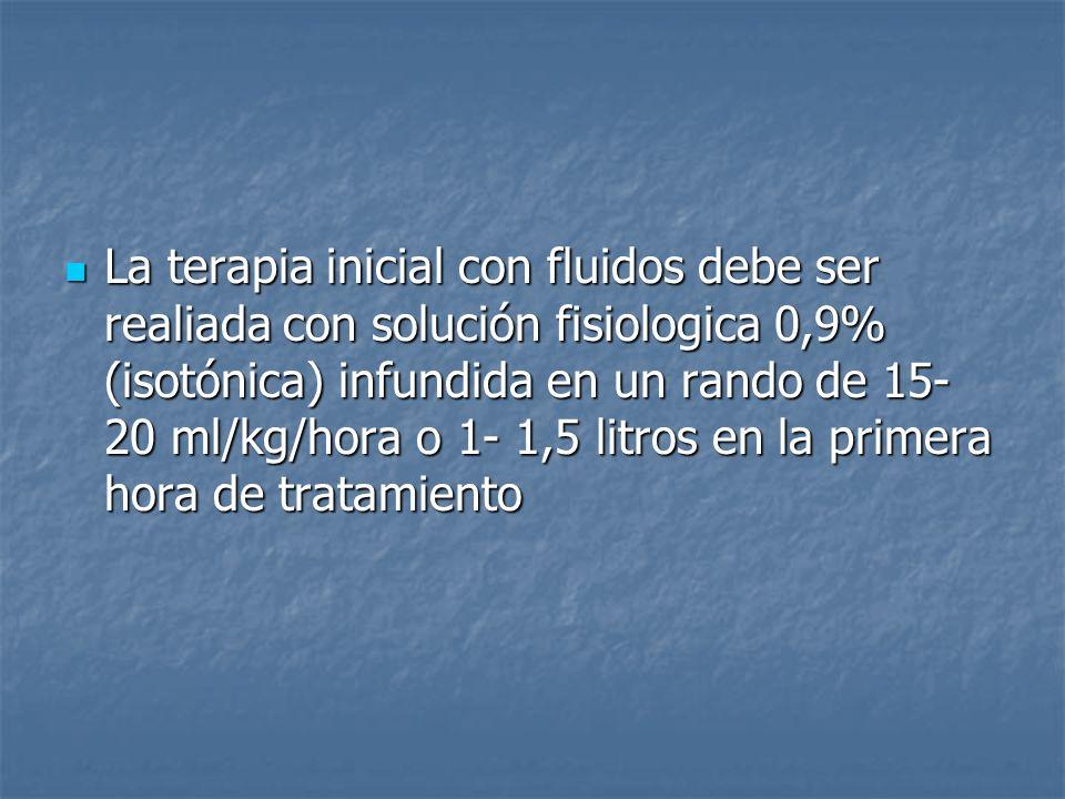 La terapia inicial con fluidos debe ser realiada con solución fisiologica 0,9% (isotónica) infundida en un rando de 15-20 ml/kg/hora o 1- 1,5 litros en la primera hora de tratamiento