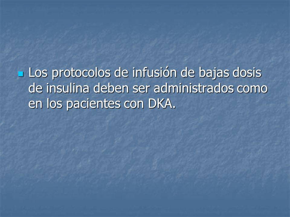 Los protocolos de infusión de bajas dosis de insulina deben ser administrados como en los pacientes con DKA.
