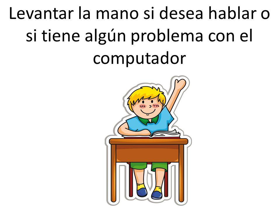 Maestra de computacion con juguete