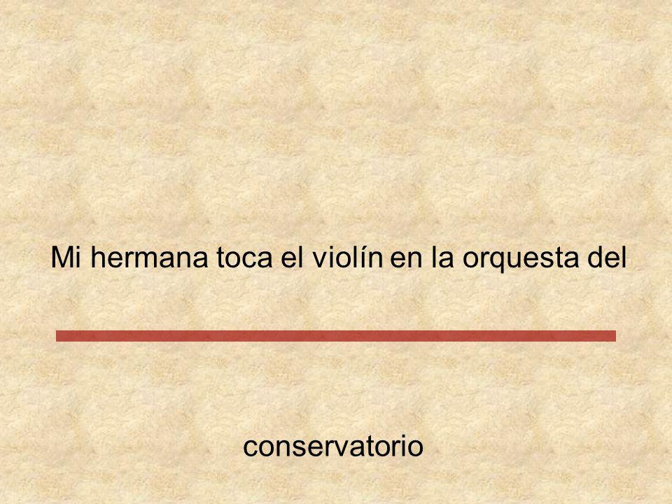 Mi hermana toca el violín en la orquesta del