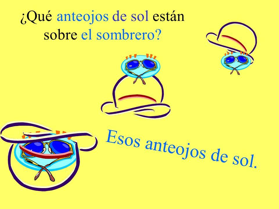 ¿Qué anteojos de sol están sobre el sombrero