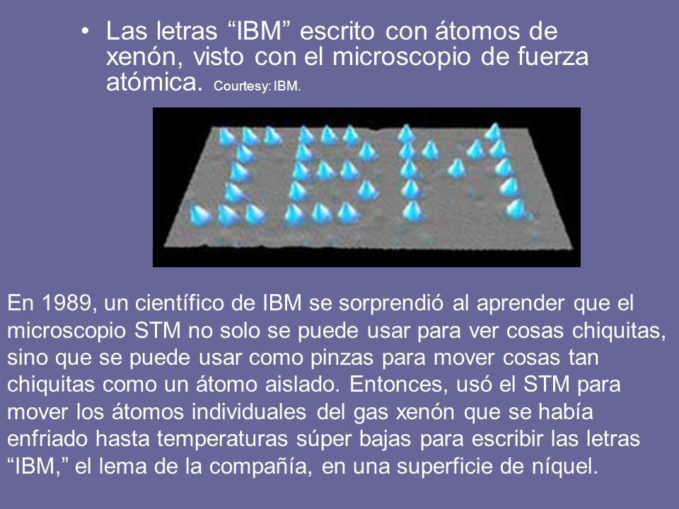 Las letras IBM escrito con átomos de xenón, visto con el microscopio de fuerza atómica. Courtesy: IBM.