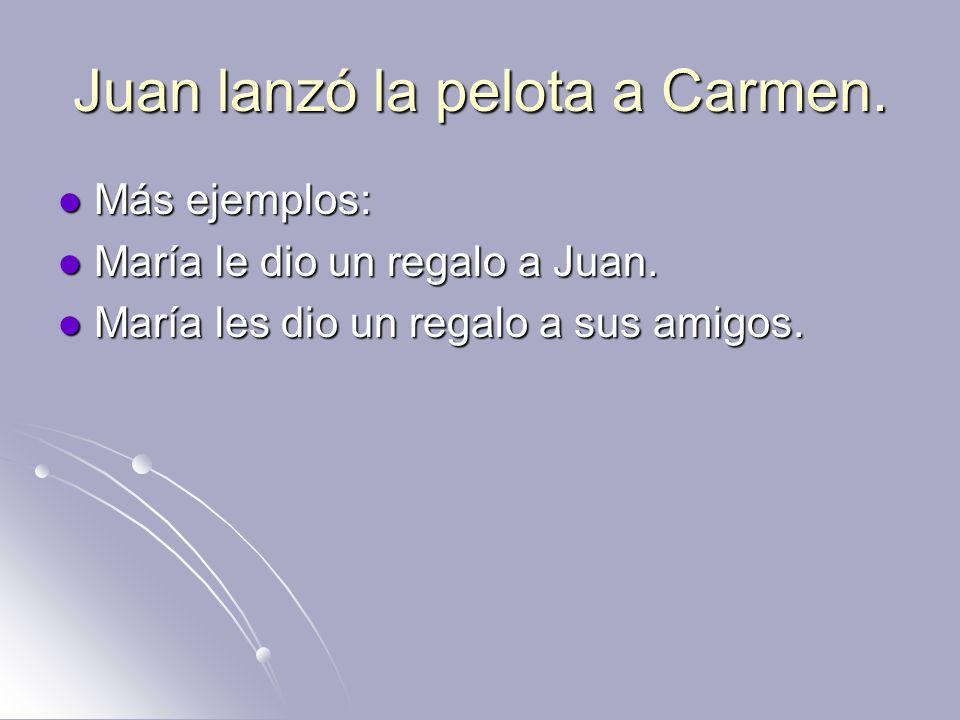 Juan lanzó la pelota a Carmen.