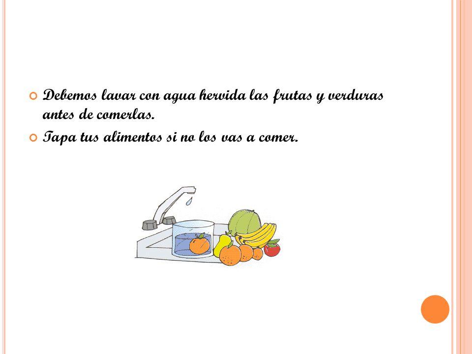 Debemos lavar con agua hervida las frutas y verduras antes de comerlas.