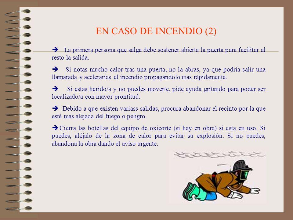 EN CASO DE INCENDIO (2) La primera persona que salga debe sostener abierta la puerta para facilitar al resto la salida.