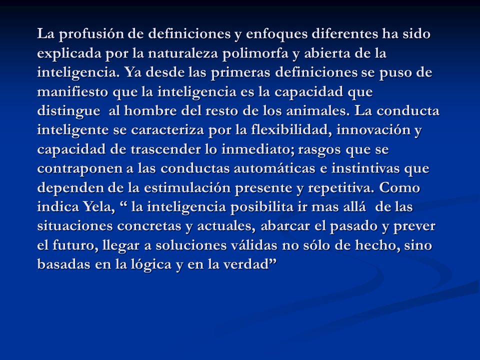La profusión de definiciones y enfoques diferentes ha sido explicada por la naturaleza polimorfa y abierta de la inteligencia.