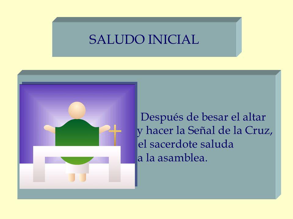 SALUDO INICIAL Después de besar el altar y hacer la Señal de la Cruz,