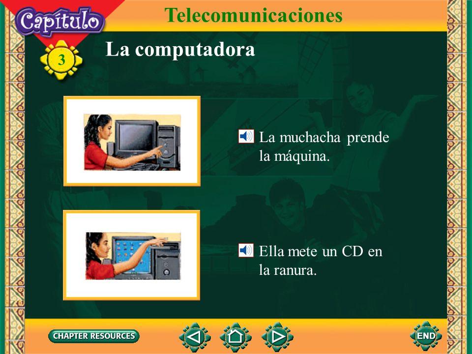 Telecomunicaciones La computadora La muchacha prende la máquina.