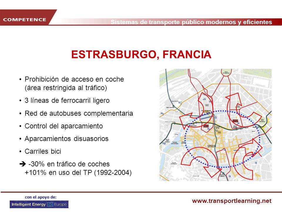 ESTRASBURGO, FRANCIA Prohibición de acceso en coche (área restringida al tráfico) 3 líneas de ferrocarril ligero.