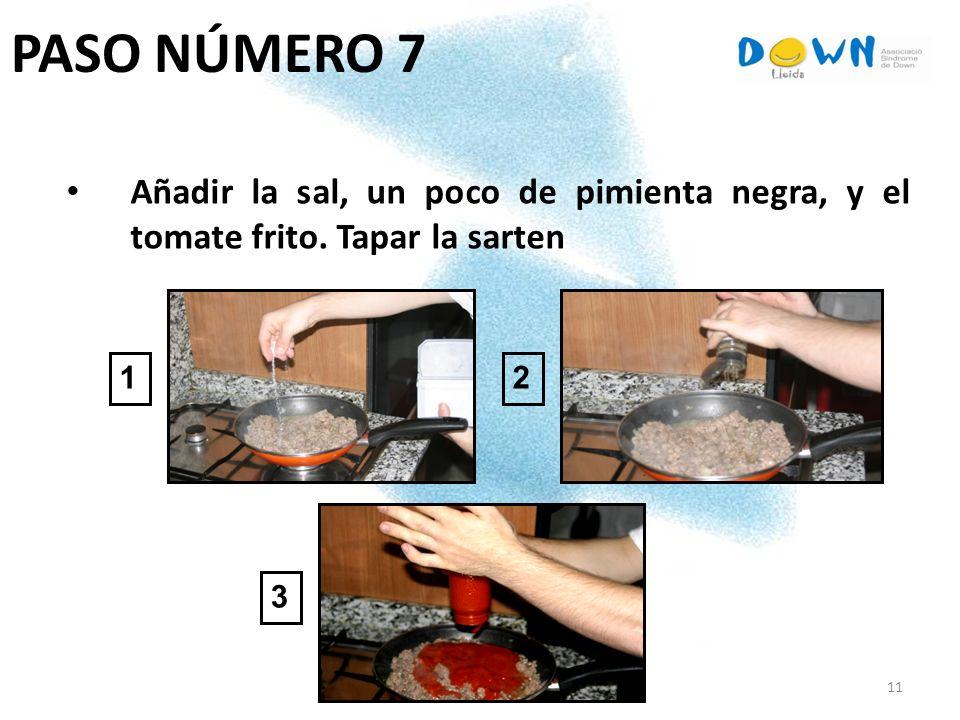 PASO NÚMERO 7 Añadir la sal, un poco de pimienta negra, y el tomate frito. Tapar la sarten 1 2 3