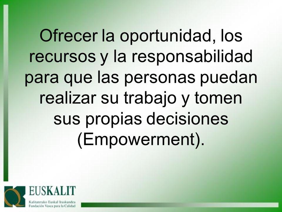 Ofrecer la oportunidad, los recursos y la responsabilidad para que las personas puedan realizar su trabajo y tomen sus propias decisiones (Empowerment).
