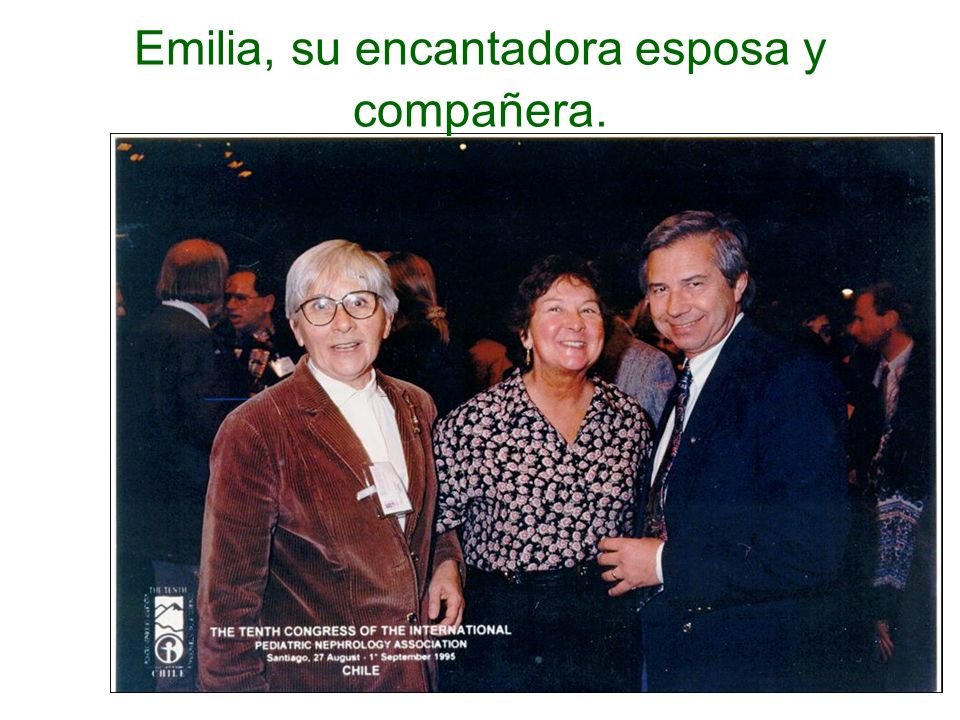 Emilia, su encantadora esposa y compañera.