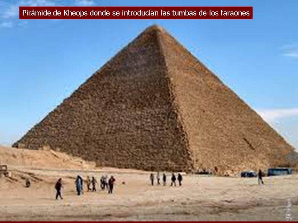 Pirámide de Kheops donde se introducían las tumbas de los faraones