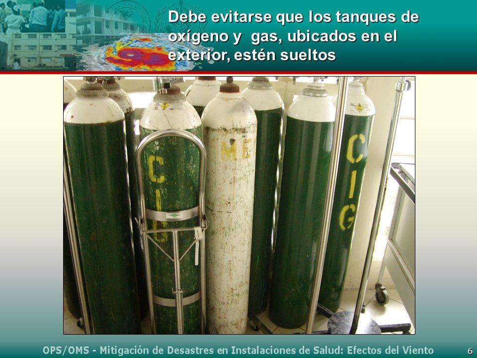 Debe evitarse que los tanques de oxígeno y gas, ubicados en el exterior, estén sueltos