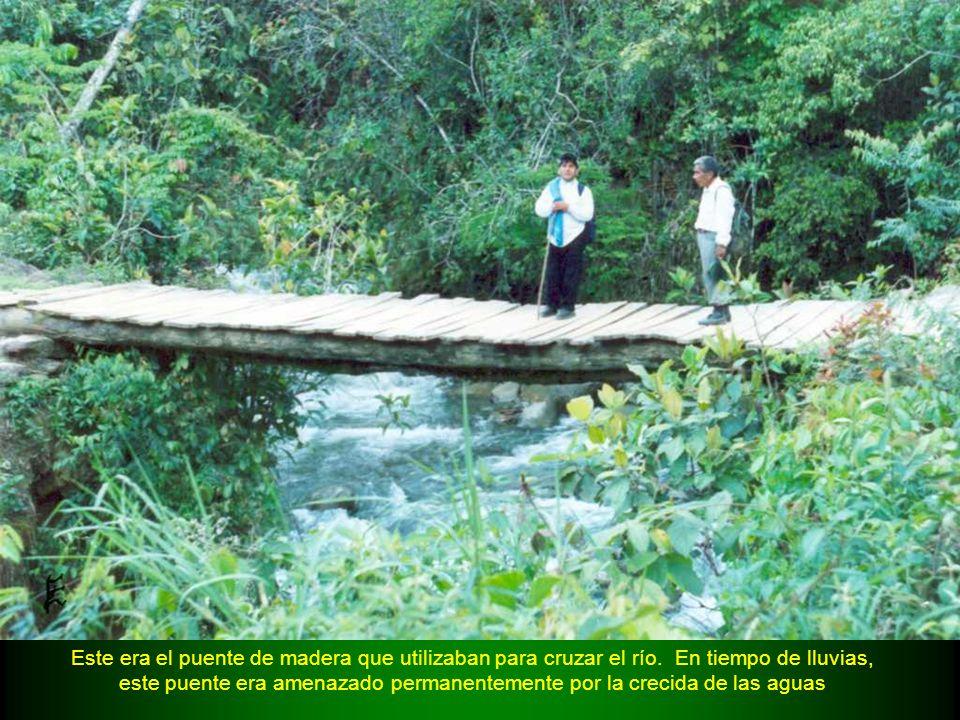 Este era el puente de madera que utilizaban para cruzar el río