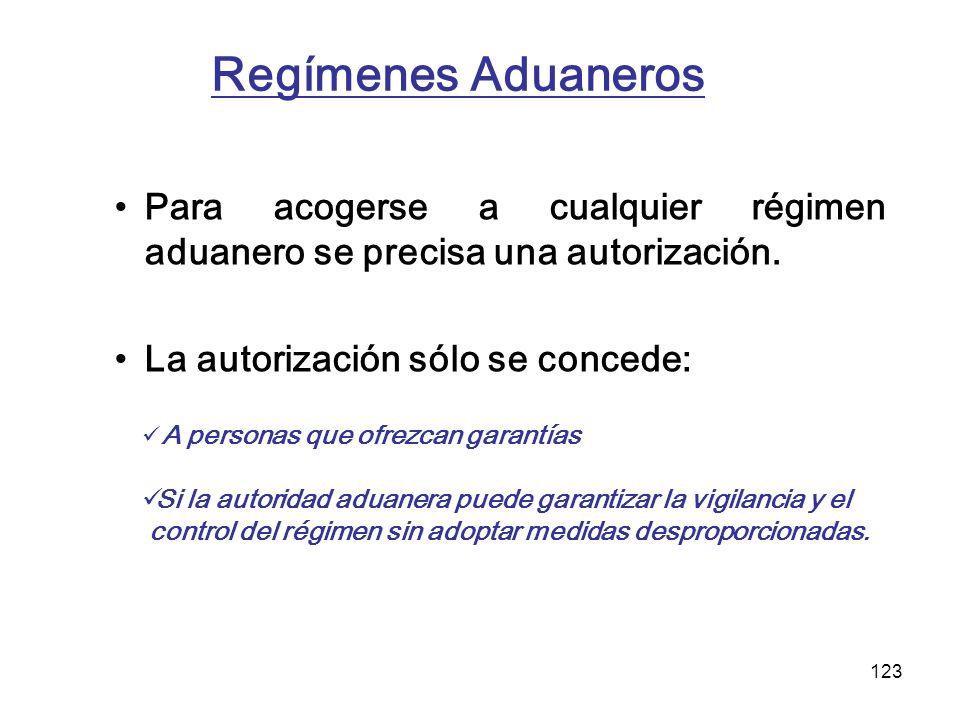 Regímenes Aduaneros Para acogerse a cualquier régimen aduanero se precisa una autorización. La autorización sólo se concede: