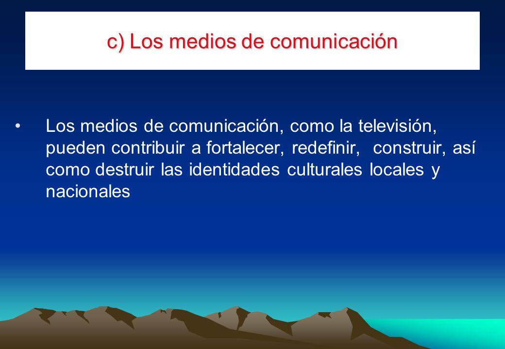 c) Los medios de comunicación