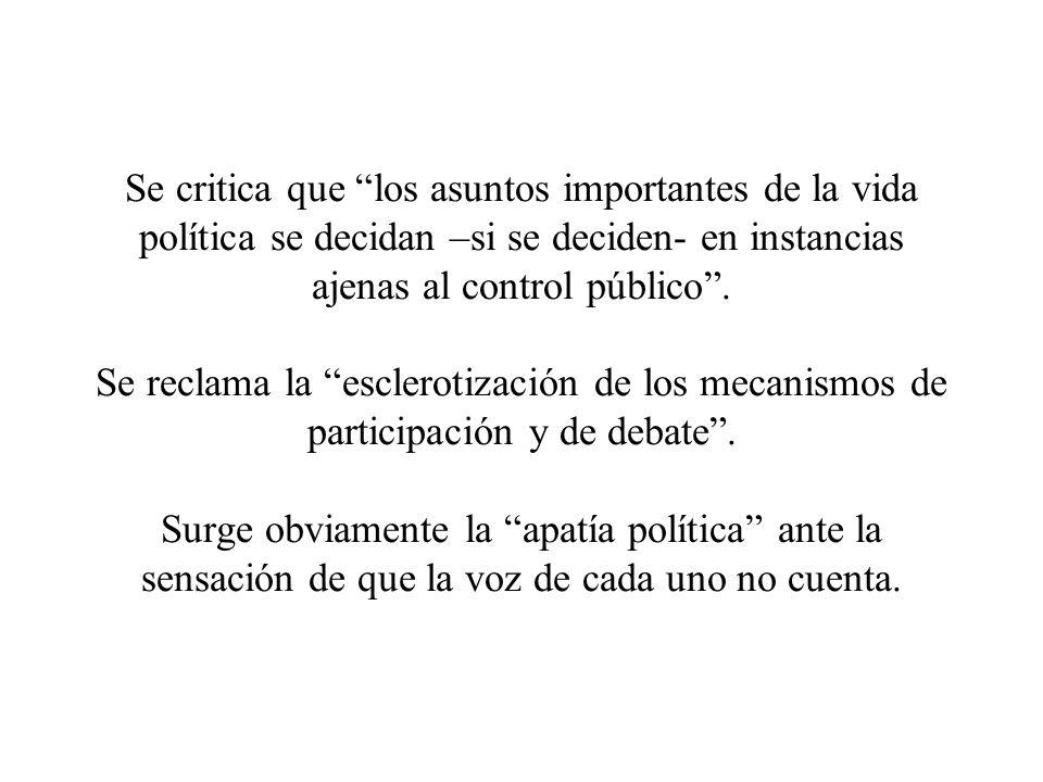 Se critica que los asuntos importantes de la vida política se decidan –si se deciden- en instancias ajenas al control público .