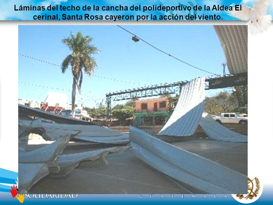 Láminas del techo de la cancha del polideportivo de la Aldea El cerinal, Santa Rosa cayeron por la acción del viento.