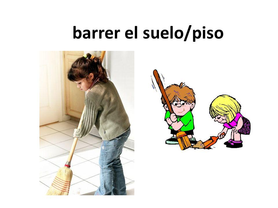 barrer el suelo/piso