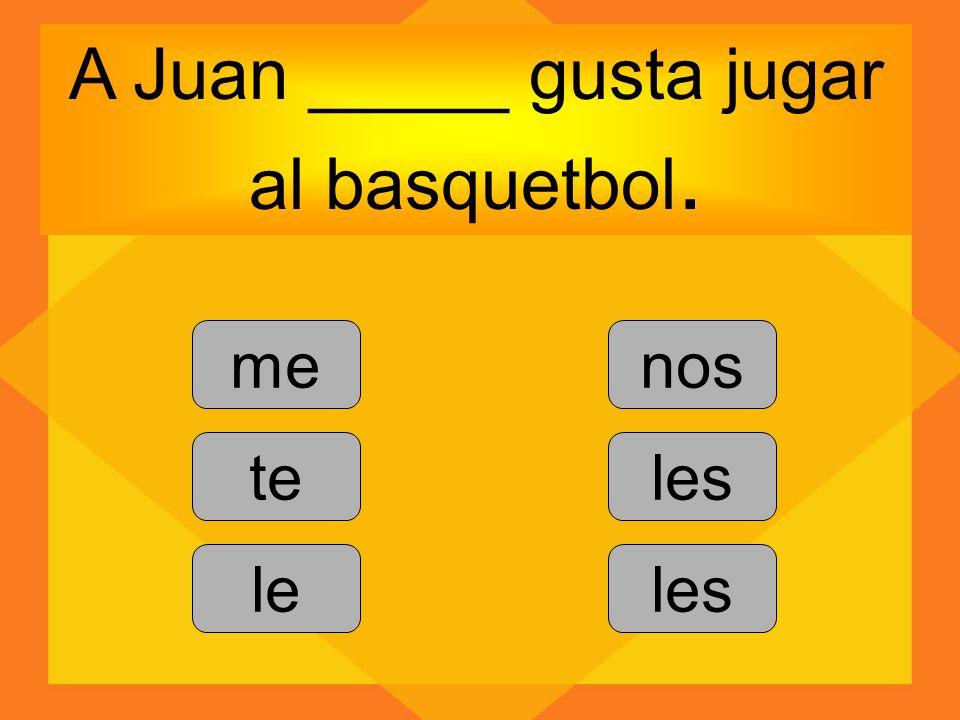 A Juan _____ gusta jugar al basquetbol.