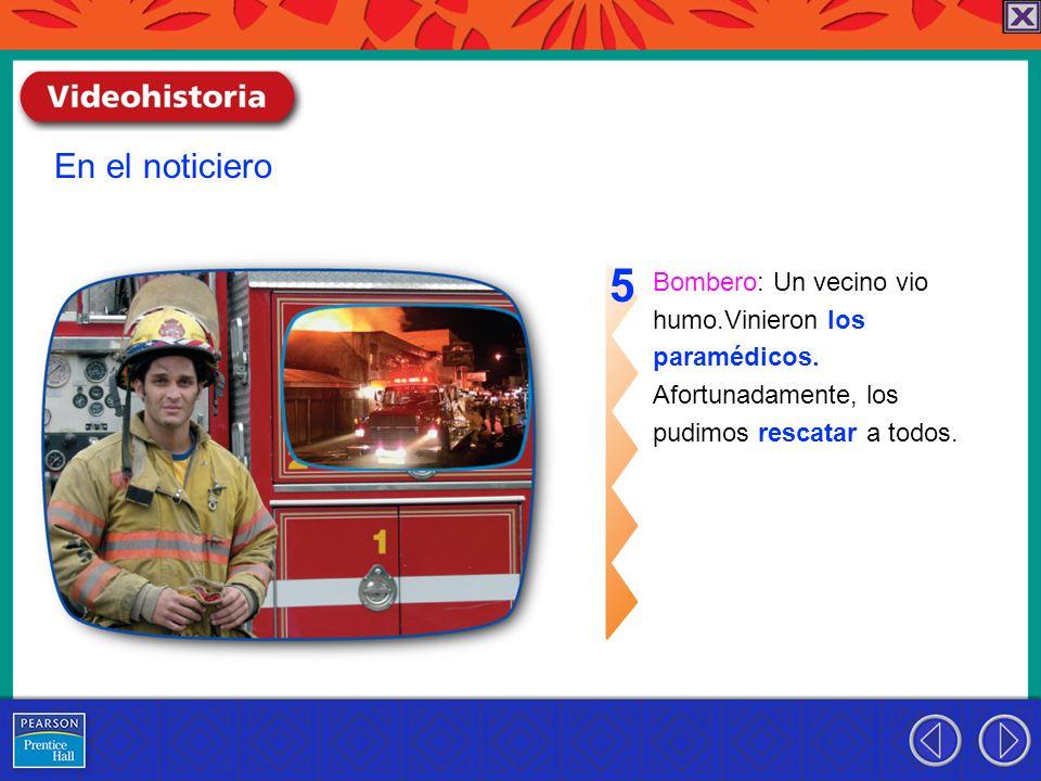 5 En el noticiero Bombero: Un vecino vio humo.Vinieron los