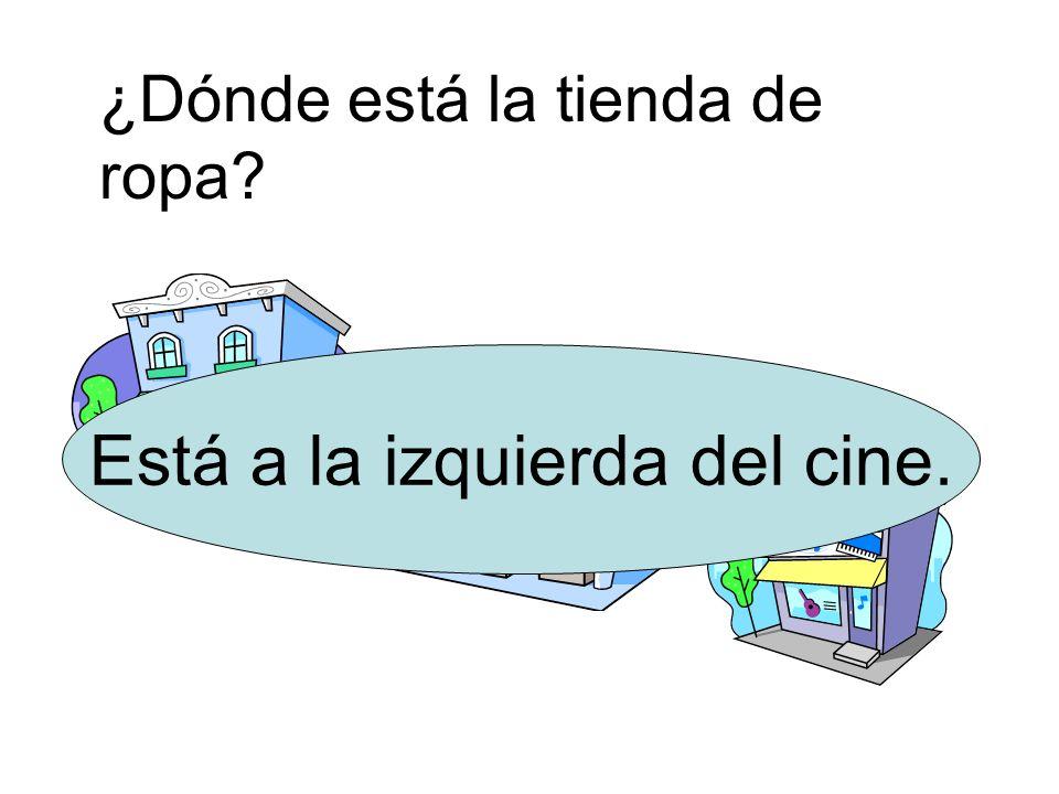 Está a la izquierda del cine.