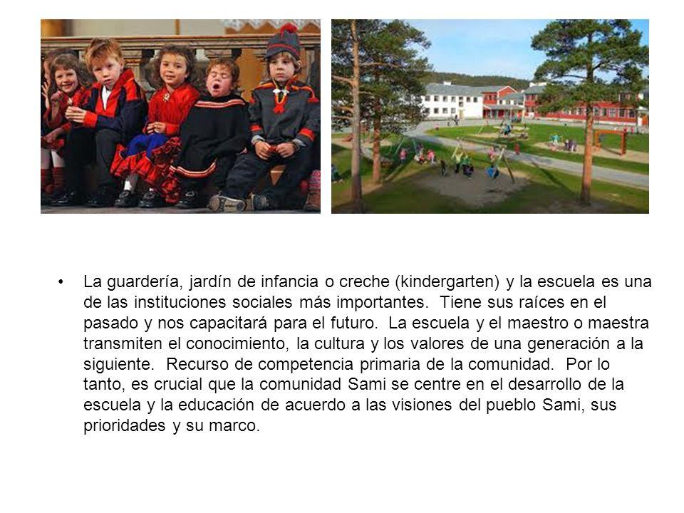 La guardería, jardín de infancia o creche (kindergarten) y la escuela es una de las instituciones sociales más importantes.