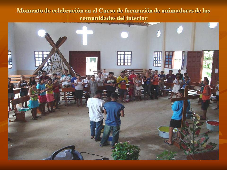 Momento de celebración en el Curso de formación de animadores de las comunidades del interior
