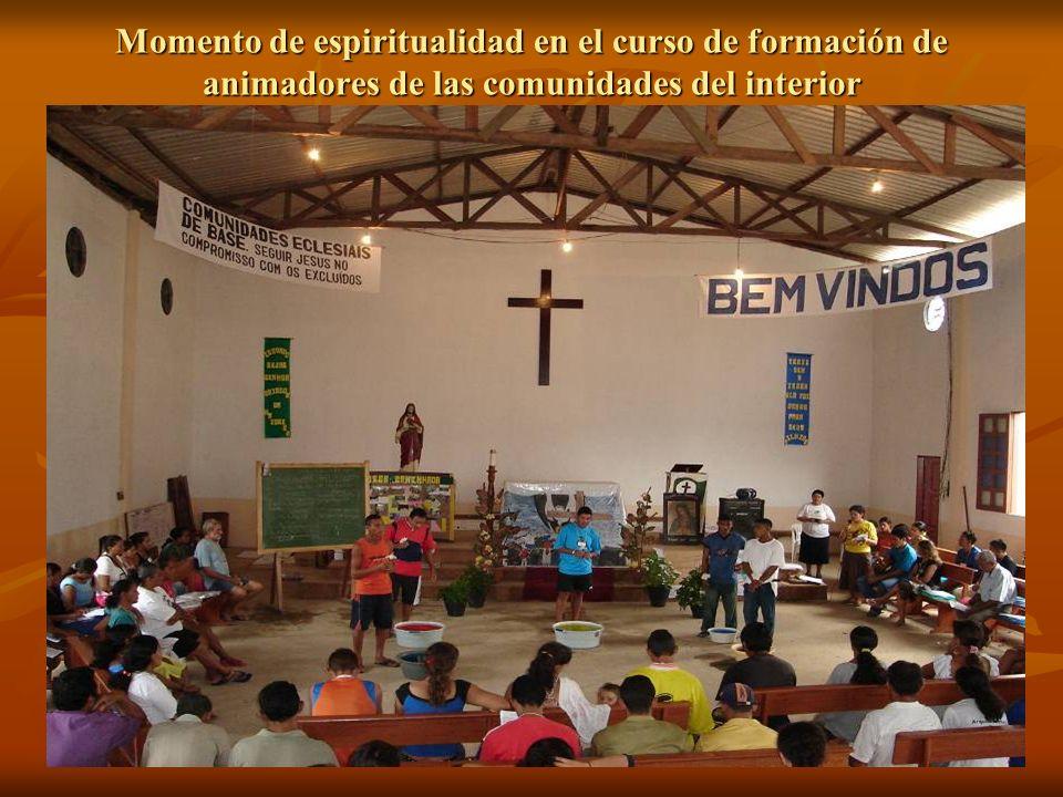 Momento de espiritualidad en el curso de formación de animadores de las comunidades del interior