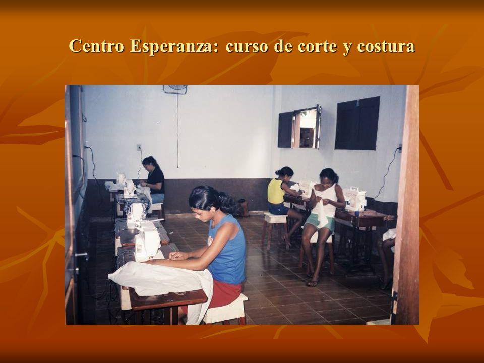 Centro Esperanza: curso de corte y costura