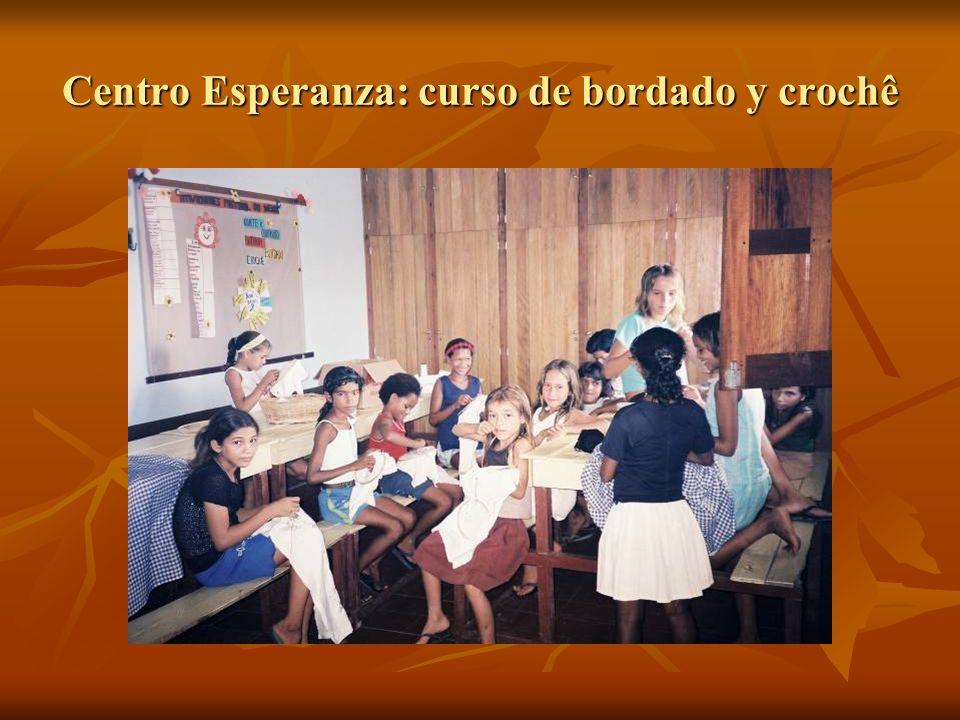 Centro Esperanza: curso de bordado y crochê