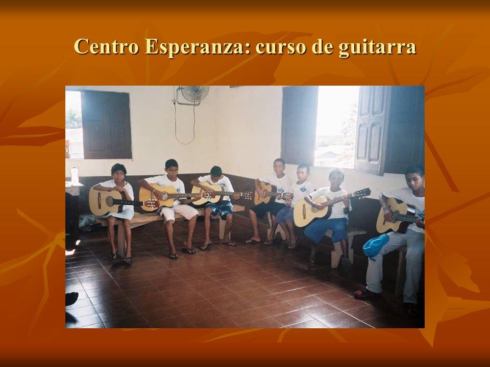 Centro Esperanza: curso de guitarra