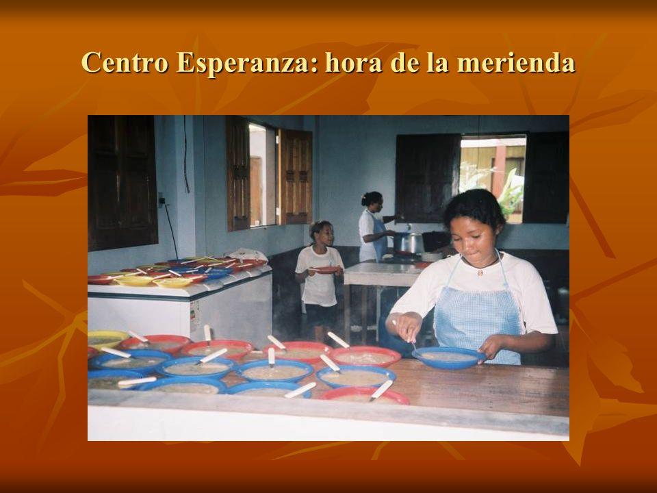 Centro Esperanza: hora de la merienda