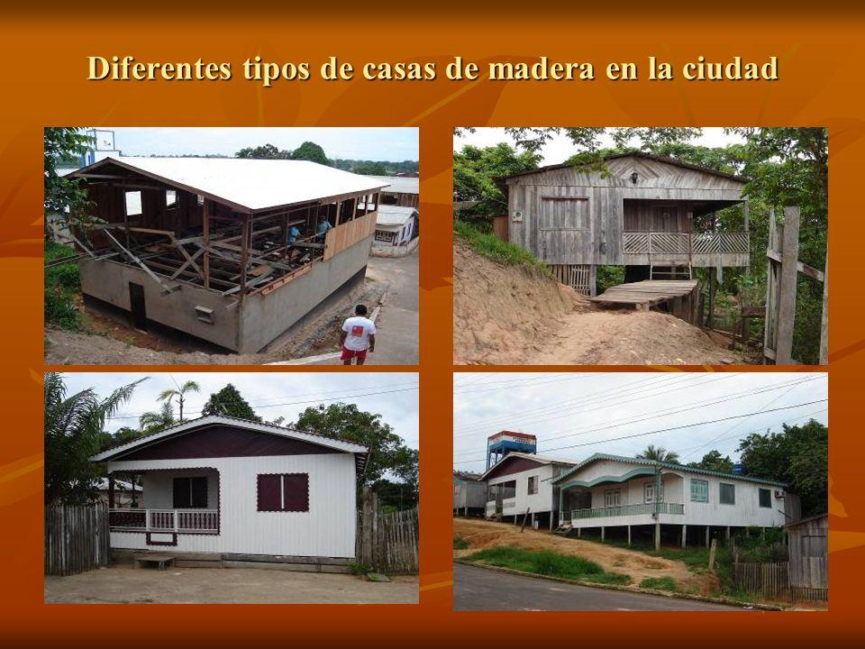 Diferentes tipos de casas de madera en la ciudad