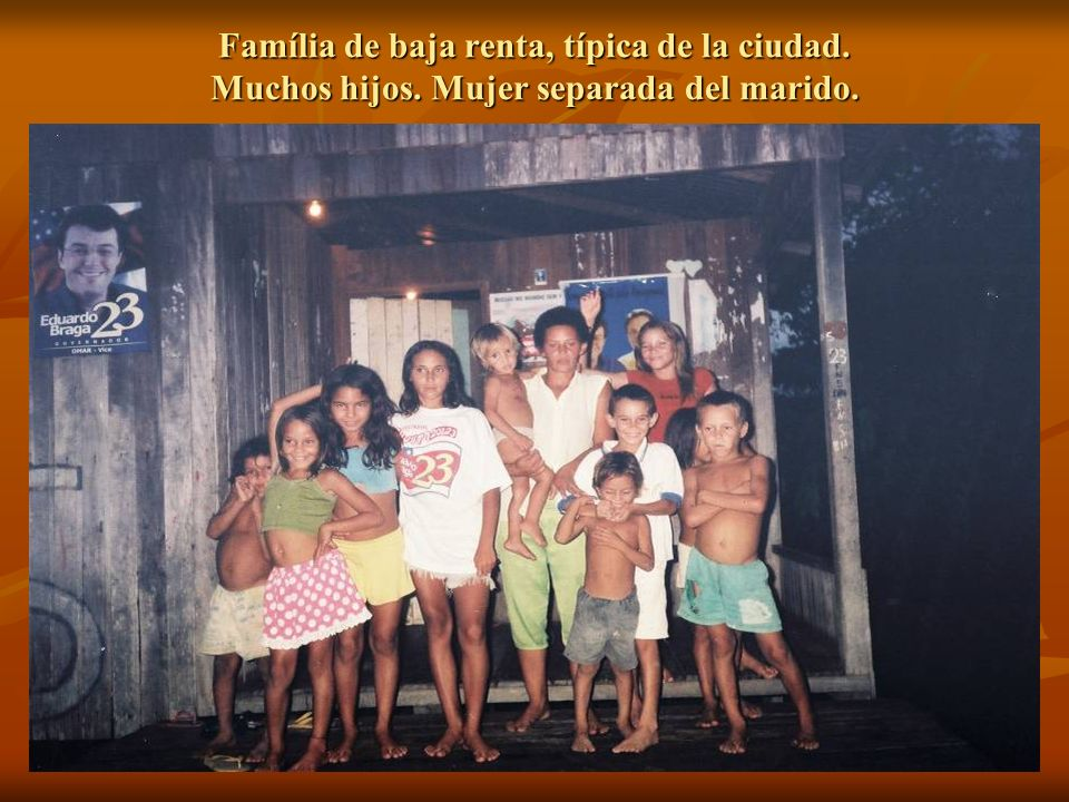 Família de baja renta, típica de la ciudad. Muchos hijos