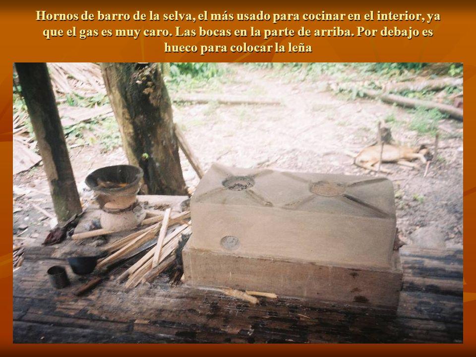 Hornos de barro de la selva, el más usado para cocinar en el interior, ya que el gas es muy caro.