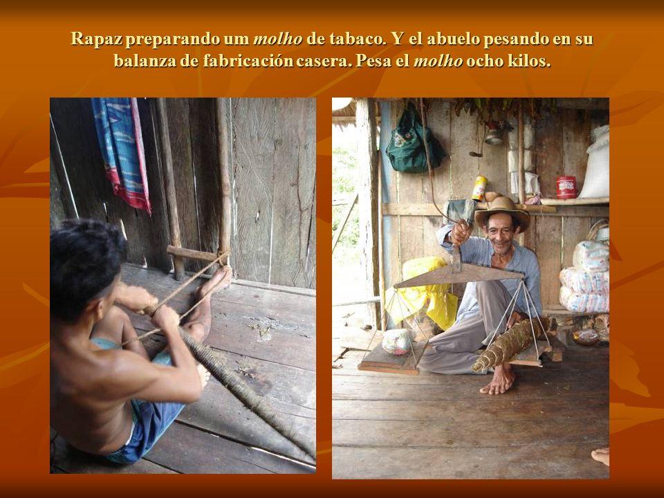 Rapaz preparando um molho de tabaco