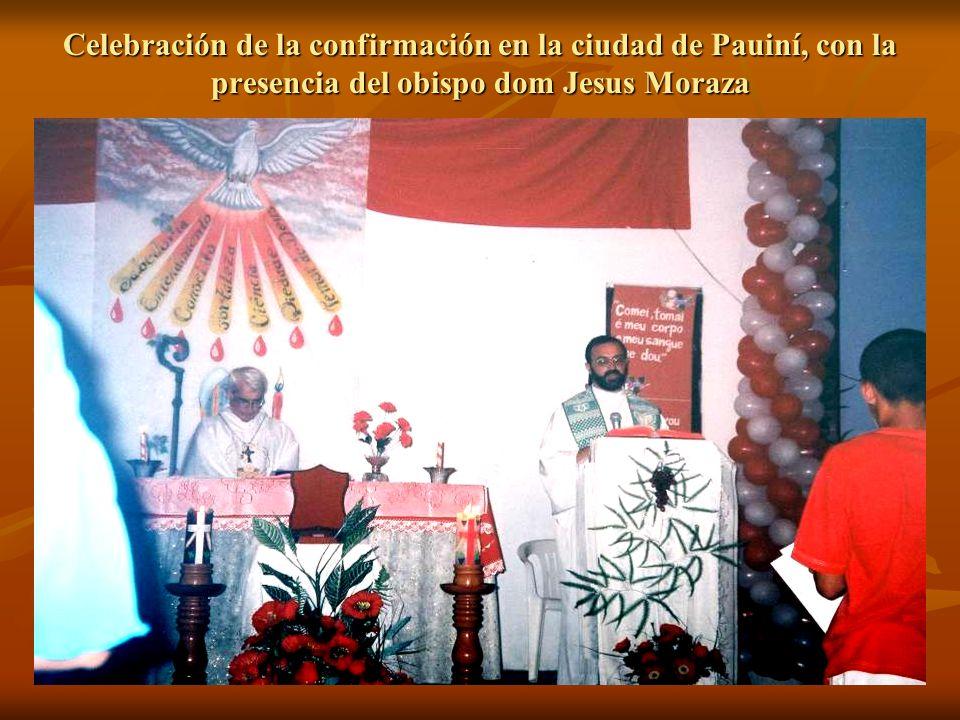 Celebración de la confirmación en la ciudad de Pauiní, con la presencia del obispo dom Jesus Moraza