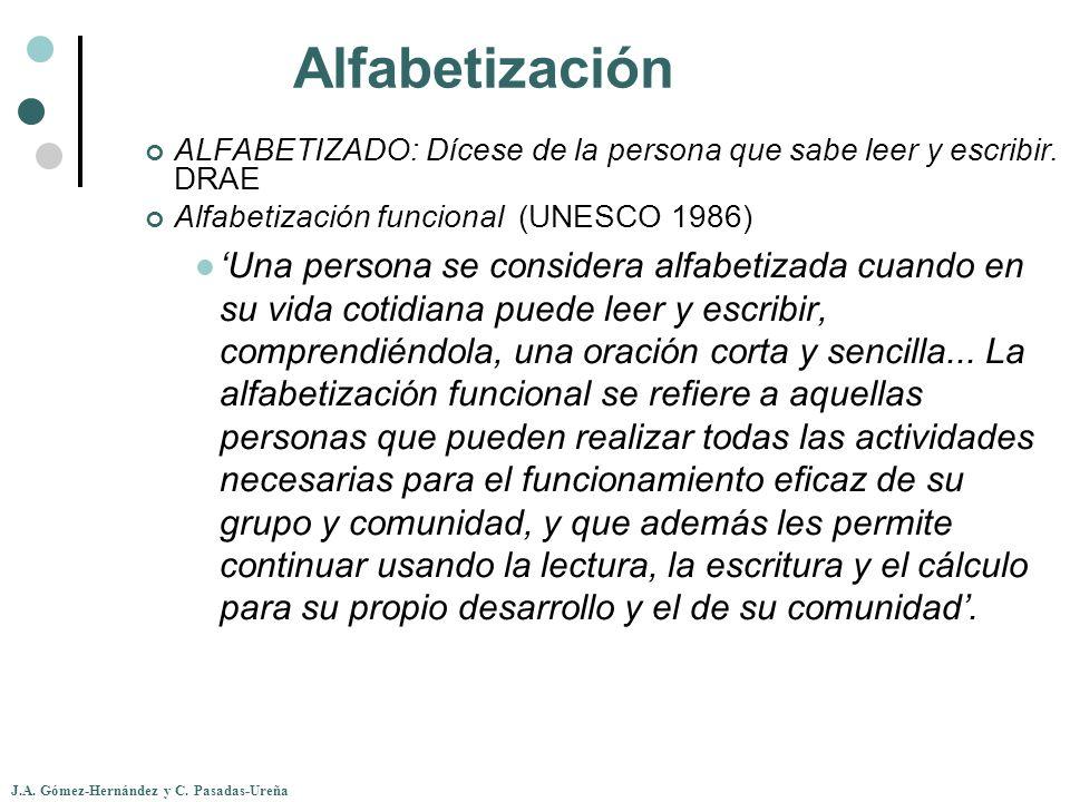 Alfabetización ALFABETIZADO: Dícese de la persona que sabe leer y escribir. DRAE. Alfabetización funcional (UNESCO 1986)